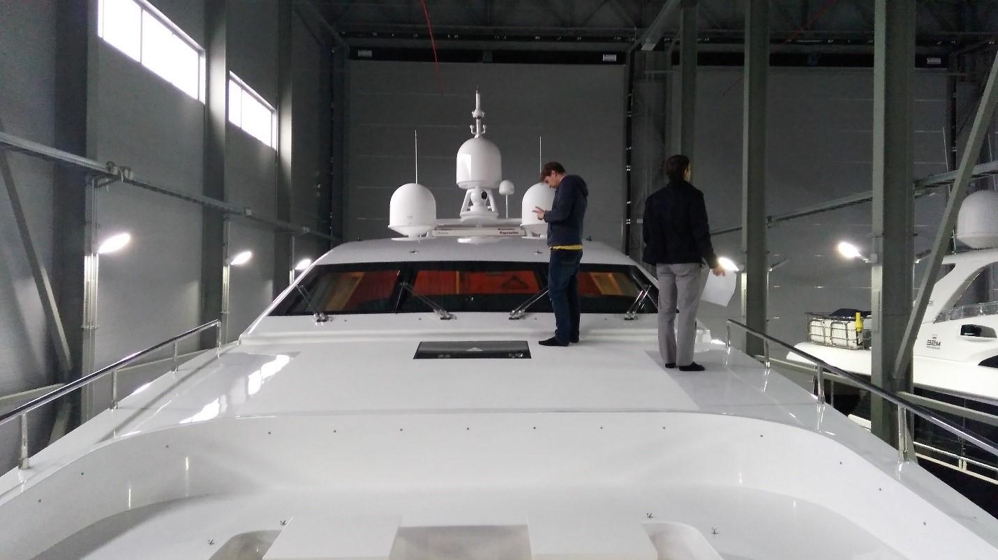 Спутниковое ТВ на яхте от Маринэк